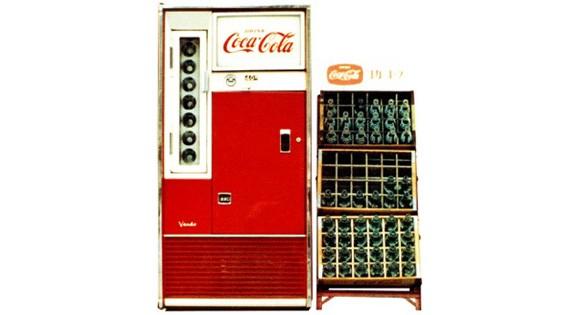 vending-machine-coca-cola-pertama